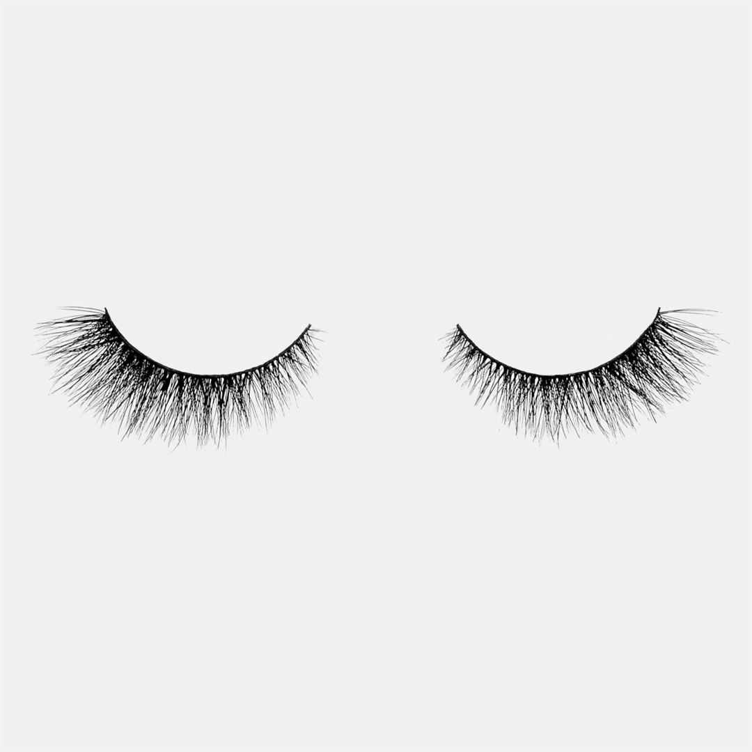 False Eyelashes vs Extensions - Lashique